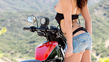 Biker babe stops to pose naked