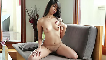 Gorgeous and delectable hon masturbates her puss
