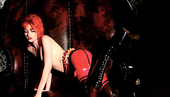 Redhead latex babe dances from horniness