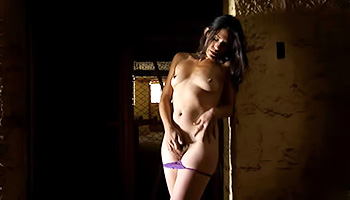 Sensual hottie plays with her clit