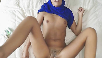 Arab hijab clad lady gets screwed in the bedroom