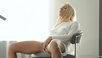 Passionate blonde was fingering her wet pussy