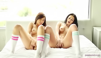 Two college babes are having a threesome
