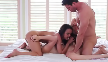 Two babes are satisfying one lucky guy